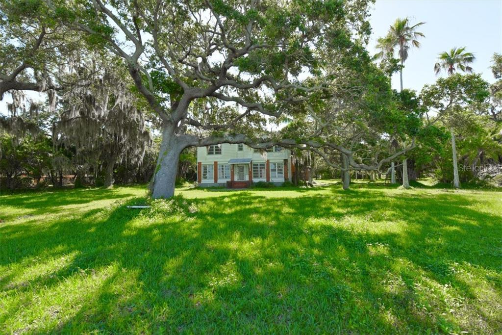 Additional photo for property listing at 50 W Bay St 50 W Bay St Osprey, Florida,34229 États-Unis