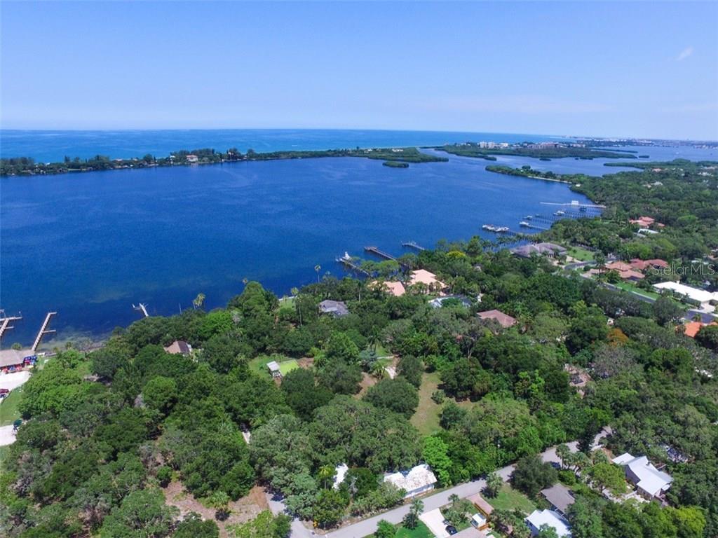 Additional photo for property listing at 50 W Bay St 50 W Bay St Osprey, Florida,34229 États-Unis