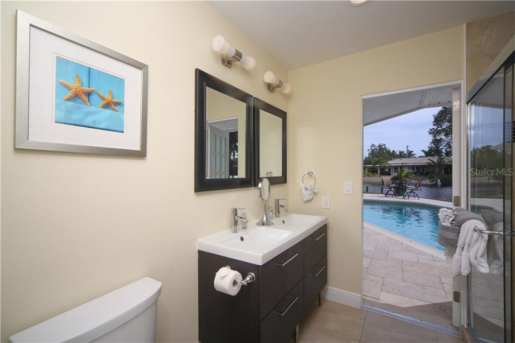 Single Family Home for sale at 900 Contento Cir, Sarasota, FL 34242 - MLS Number is A4179116
