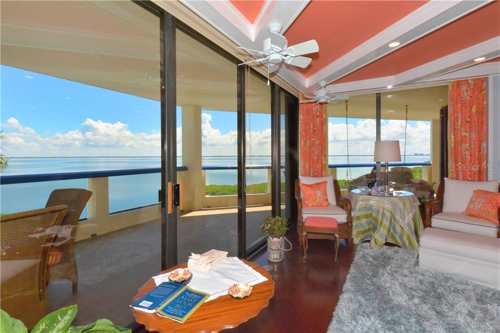Additional photo for property listing at 2110 Harbourside Dr #525  Longboat Key, Florida,34228 United States