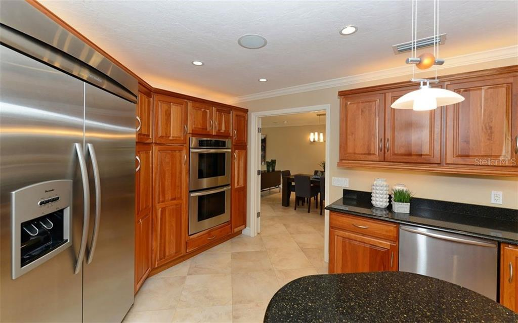 Additional photo for property listing at 3461 Bayou Sound 3461 Bayou Sound Longboat Key, Florida,34228 Estados Unidos