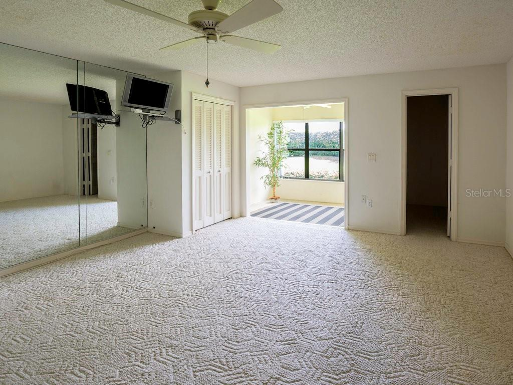 You will be amazed at the size of this master bedroom - Villa for sale at 7467 Carnoustie Dr #5d, Sarasota, FL 34238 - MLS Number is A4412518
