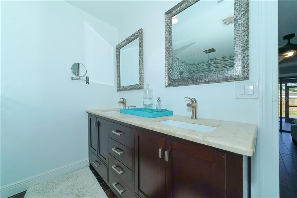 Master bathroom - Single Family Home for sale at 8106 Timber Lake Ln, Sarasota, FL 34243 - MLS Number is A4423770