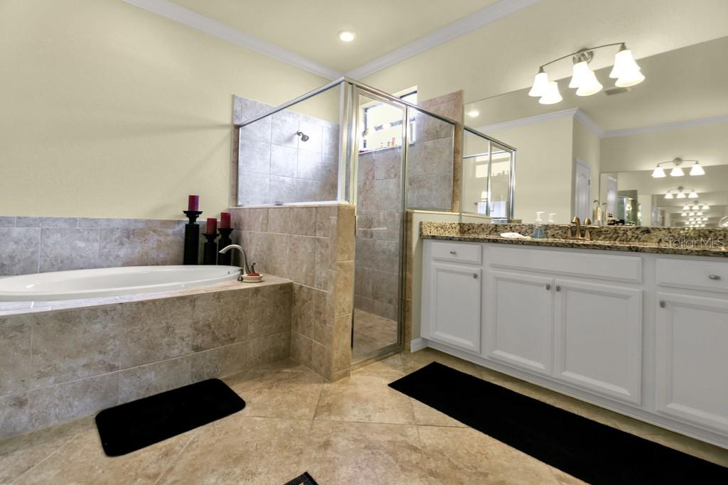 Master Bathroom - Single Family Home for sale at 2937 Desert Plain Cv, Lakewood Ranch, FL 34211 - MLS Number is A4431016