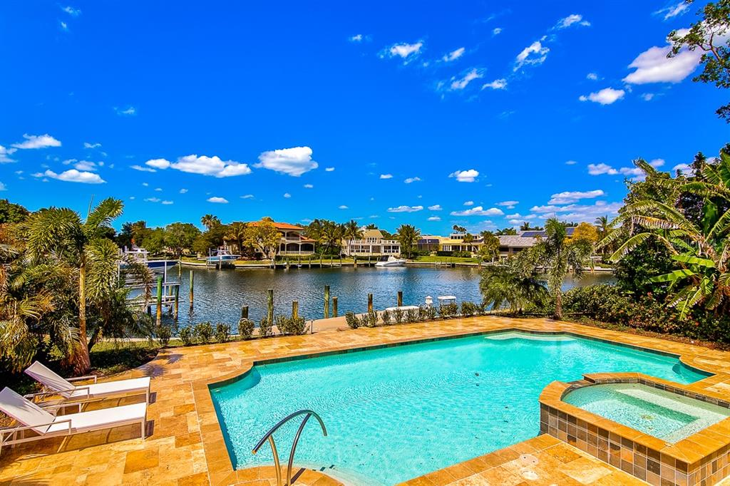 Single Family Home for sale at 511 Harbor Point Rd, Longboat Key, FL 34228 - MLS Number is A4431877