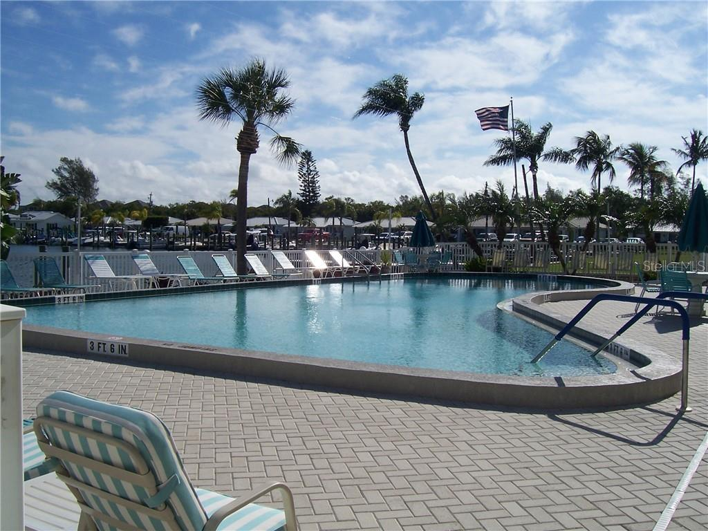 Community pool - Villa for sale at 717 Spanish Dr N, Longboat Key, FL 34228 - MLS Number is A4438337