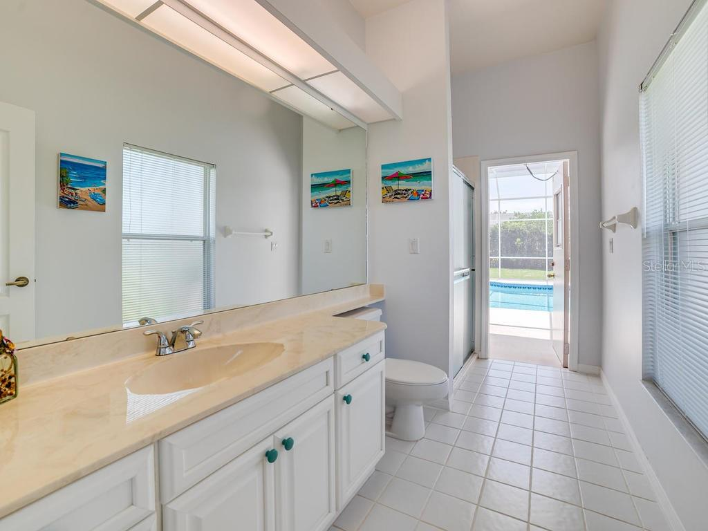 Pool Bath - Single Family Home for sale at 4117 Via Mirada, Sarasota, FL 34238 - MLS Number is A4438764