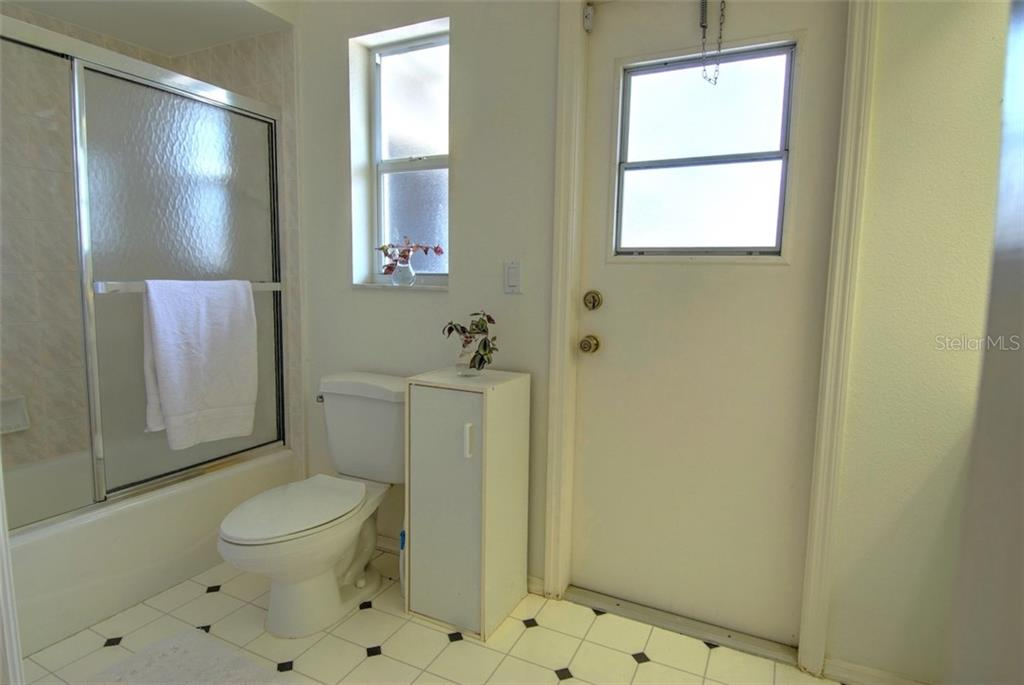 Guest Bathroom - Single Family Home for sale at 4884 Jacaranda Heights Dr, Venice, FL 34293 - MLS Number is N6105548